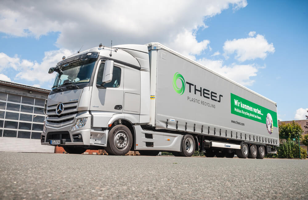 Thees truck: On the road for you.